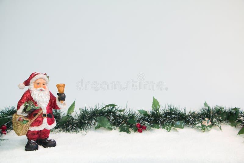 Santa Claus Ornament com visco imagens de stock