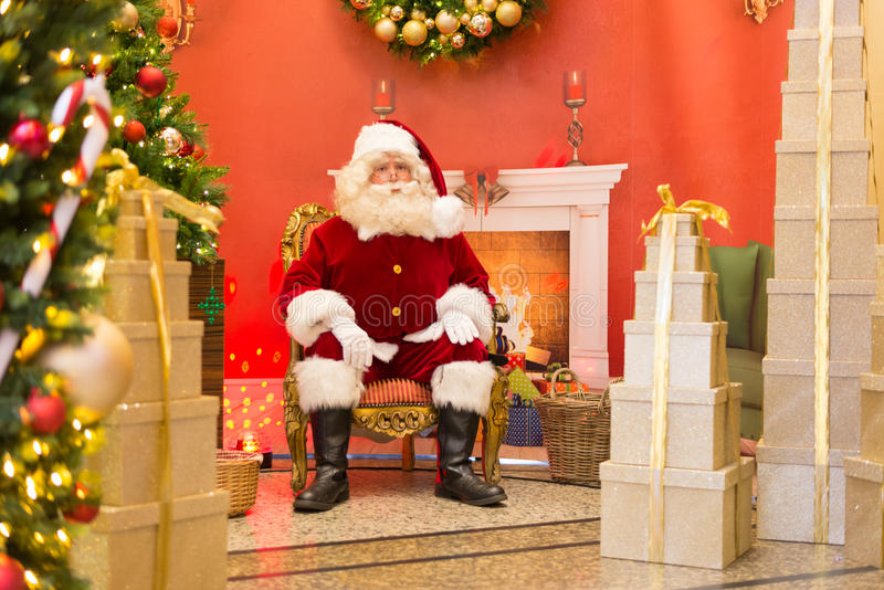 Santa Claus på biskopsstolen royaltyfri fotografi