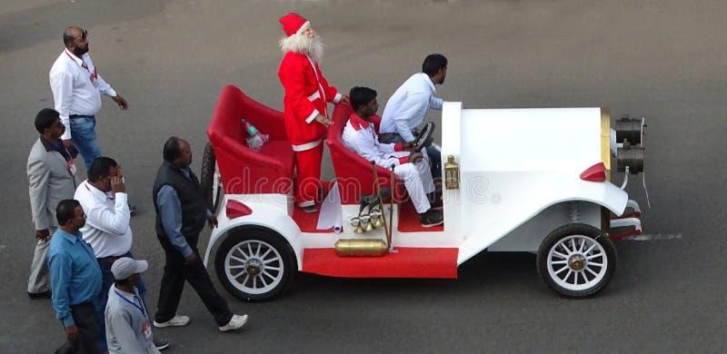 Santa Claus på en ritt royaltyfria bilder