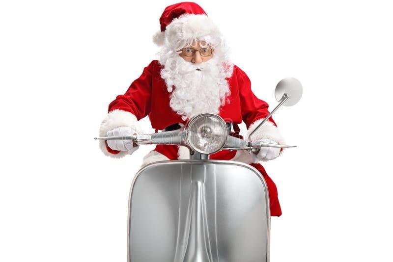 Santa Claus på en tappningsparkcykel royaltyfri bild