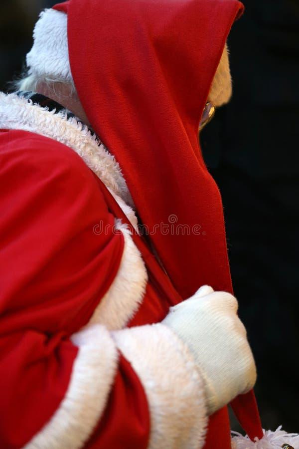 Santa Claus para distribuir los regalos a los niños foto de archivo libre de regalías