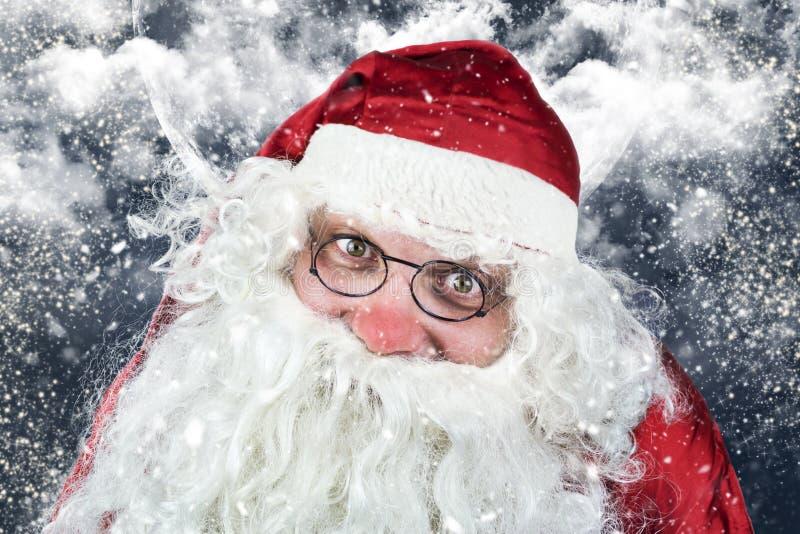 Santa Claus Portrait in der Heiligen Nacht stockfotos