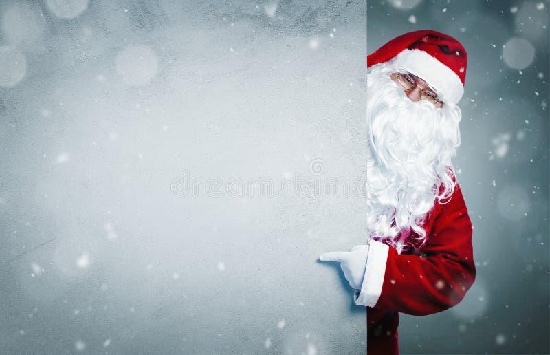 Santa Claus que aponta na bandeira vazia da propaganda foto de stock