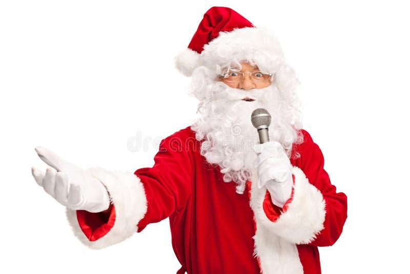 Santa Claus que canta no microfone imagem de stock