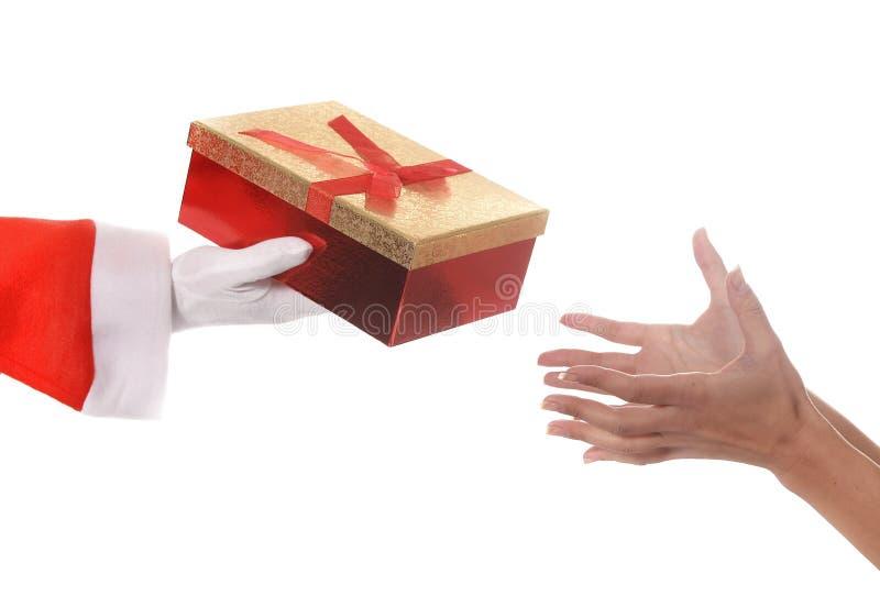 Santa Claus que dá o presente de Natal à mulher foto de stock