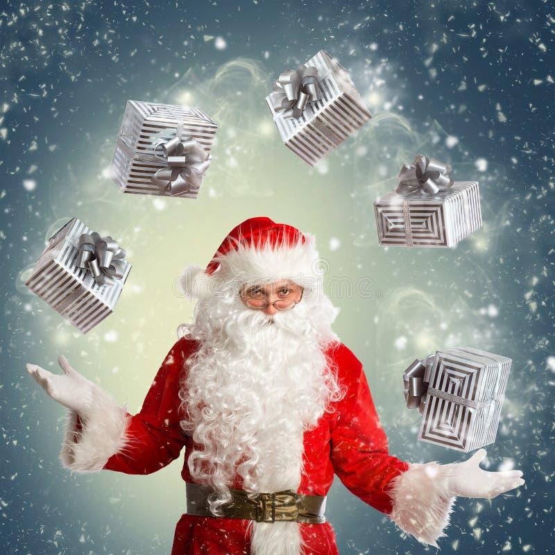 Santa Claus que faz a mágica imagem de stock