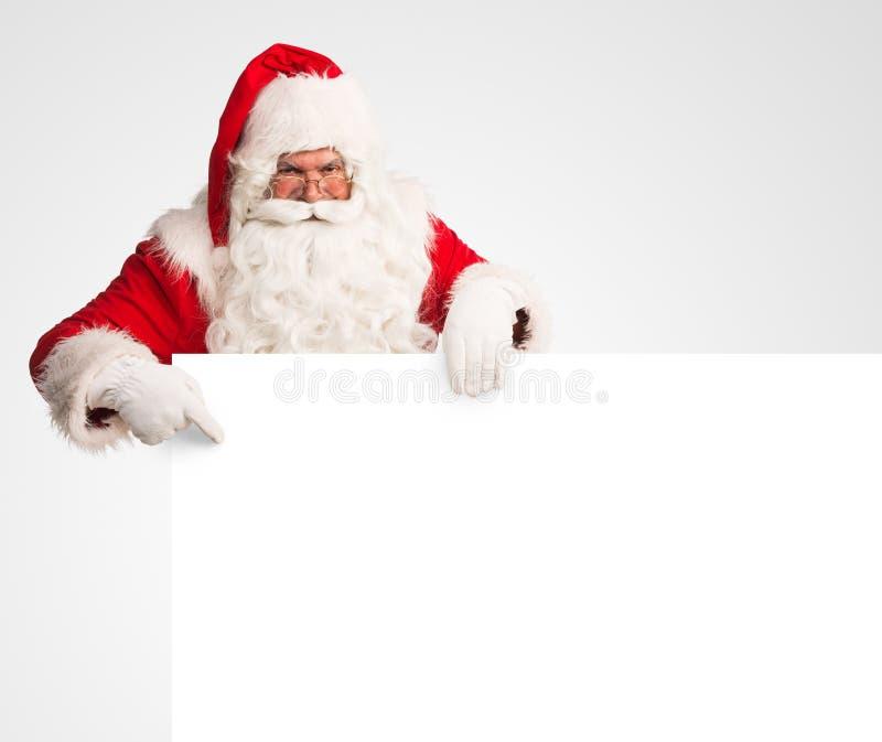 Santa Claus que guarda um grande sinal vazio fotos de stock royalty free