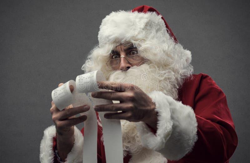 Santa Claus que verifica contas foto de stock