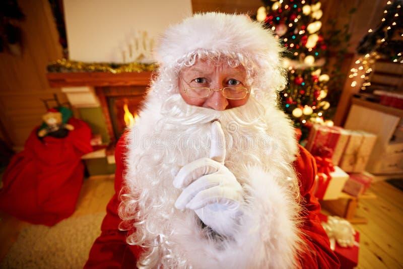 Santa Claus real que gesticula shhh fotografia de stock