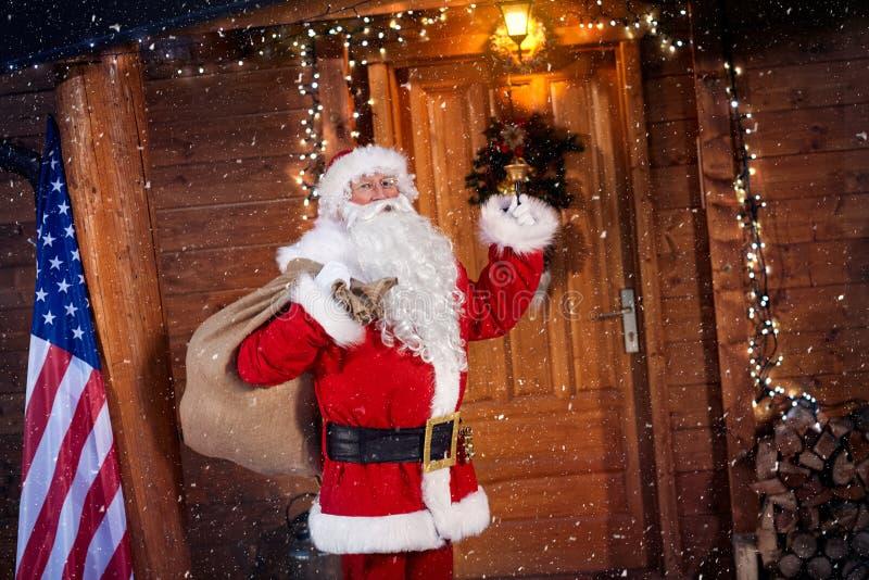 Santa Claus real que soa em um sino imagens de stock royalty free