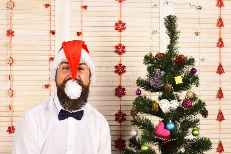 Santa Claus in rode hoed met vrolijk gezicht stock foto
