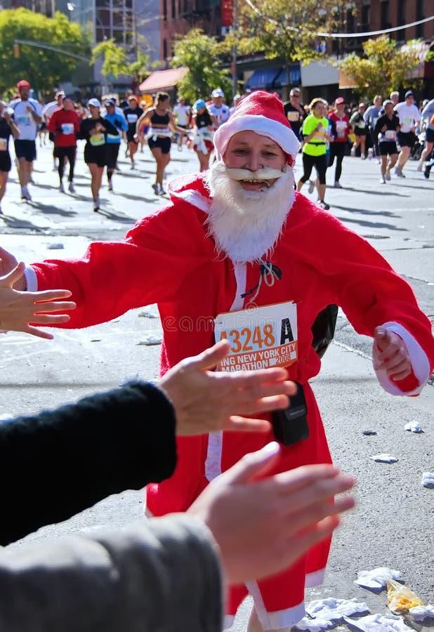 Santa Claus Runner op NY Marathon stock foto's