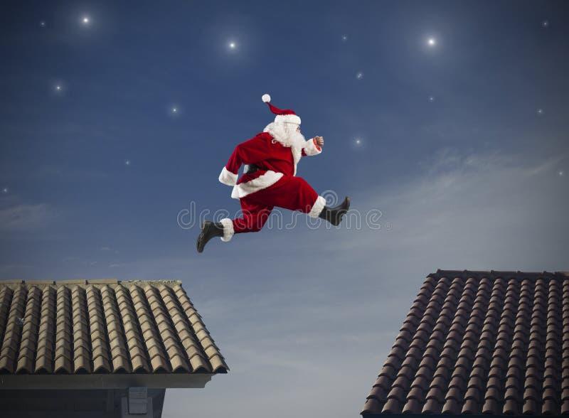Santa Claus salta foto de stock