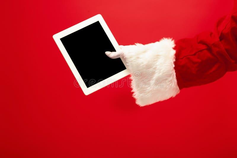 Santa Claus tenant l'ordinateur portable image stock