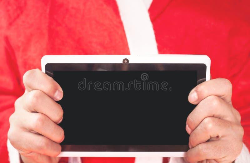 Santa Claus trzyma cyfrową pastylkę obraz stock