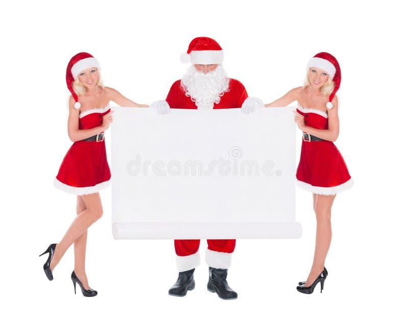 Santa Claus und zwei Erstfrauen des glücklichen netten Schnees mit Weihnachten stockbild