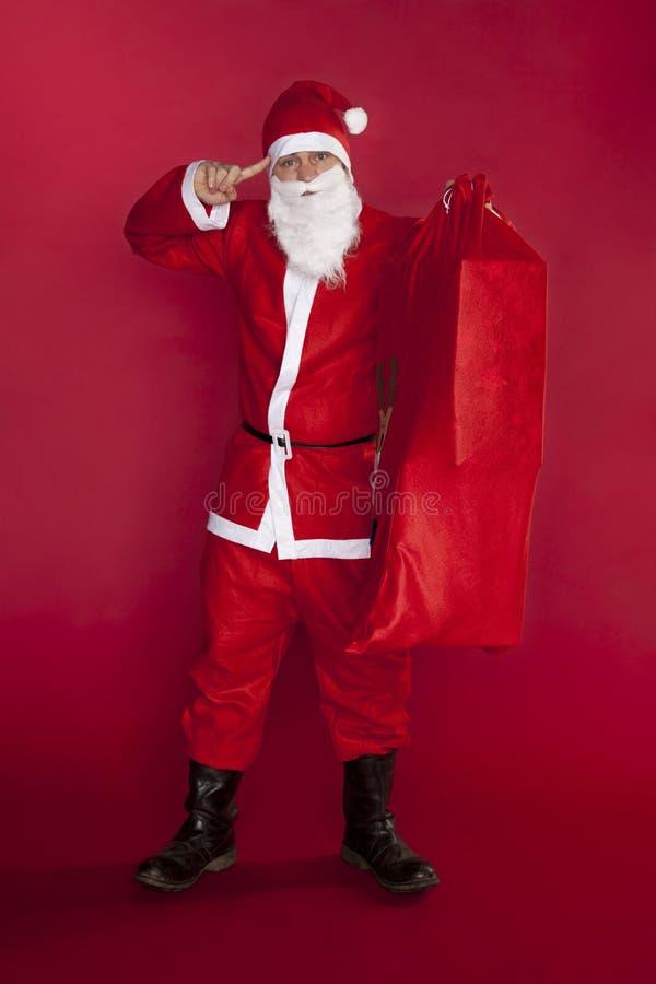 Santa Claus visar att världen är galen med gåvor royaltyfria bilder