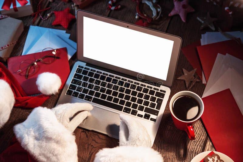 Santa Claus Working On Computer fotos de stock royalty free