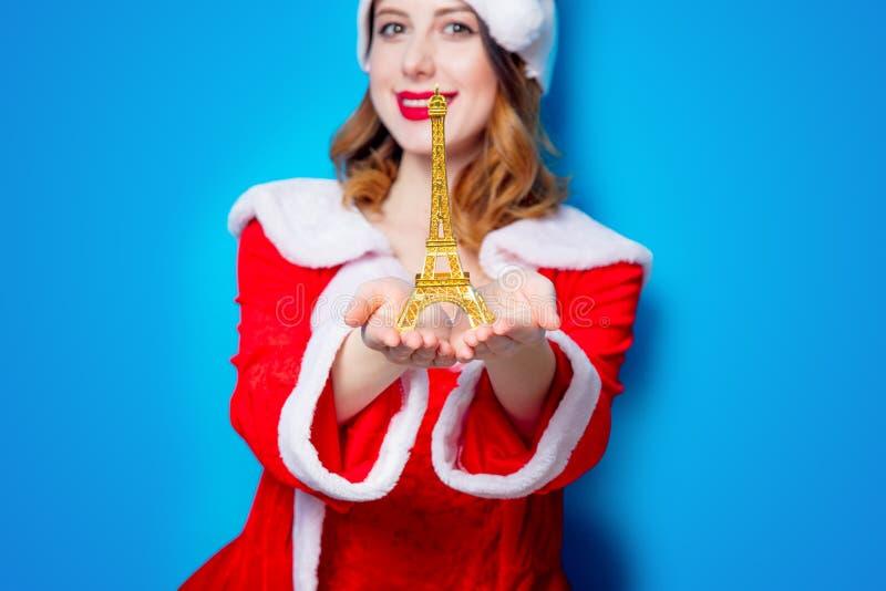 Santa Clous dziewczyna z wieża eifla prezentem obraz stock