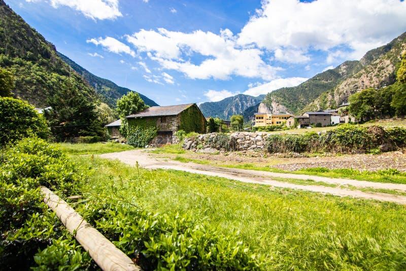 Santa Coloma d'Andorra, também conhecida como Santa Coloma, é uma cidade de Andorra na paróquia de Andorra la Vella fotografia de stock