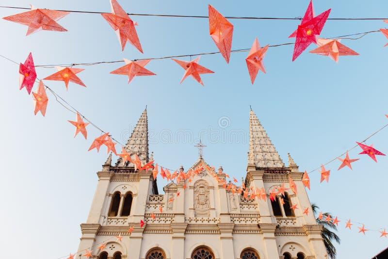 Santa Cruz Basilica in Kerstmistijd in Fort Kochi stock afbeeldingen
