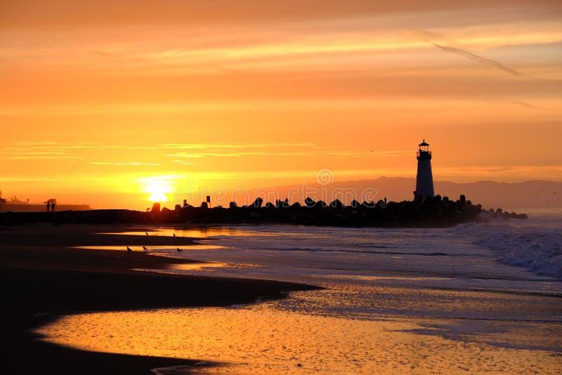 Santa Cruz Breakwater Light Walton Lighthouse bij zonsopgang stock foto