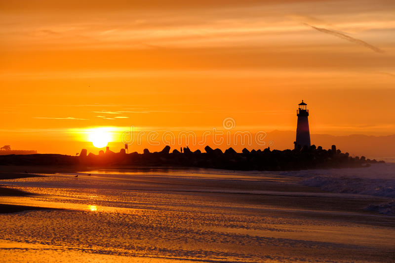 Santa Cruz Breakwater Light Walton Lighthouse bij zonsopgang stock afbeelding