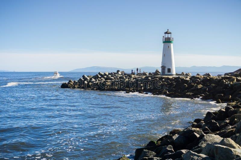 Santa Cruz Breakwater Lighthouse, Walton Lighthouse na saída do porto de Santa Cruz, Califórnia imagens de stock