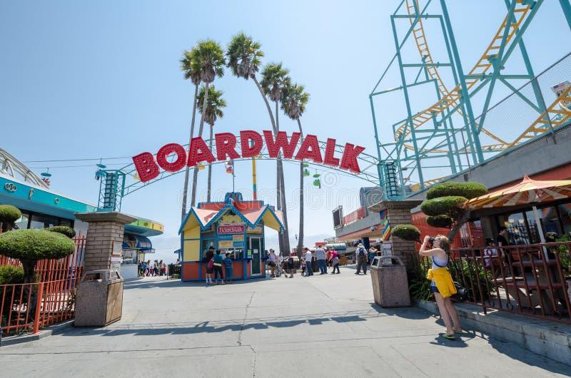 SANTA CRUZ, CALIFORNIA: Vista de la muestra de la entrada al paseo marítimo foto de archivo libre de regalías