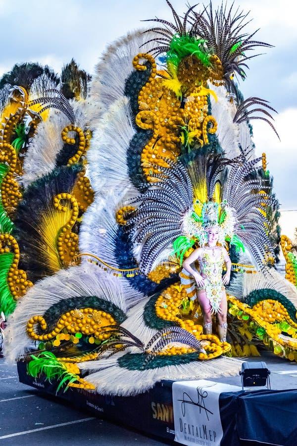 Santa Cruz de Tenerife, Hiszpania, wyspy kanaryjska: Luty 13, 2018: Coso Apoteosis przy Carnaval zdjęcia royalty free