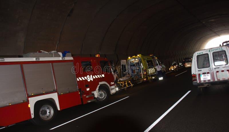 SANTA CRUZ HISZPANIA, LIPIEC, - 17: Surowy wypadek uliczny w autostradzie zdjęcia stock