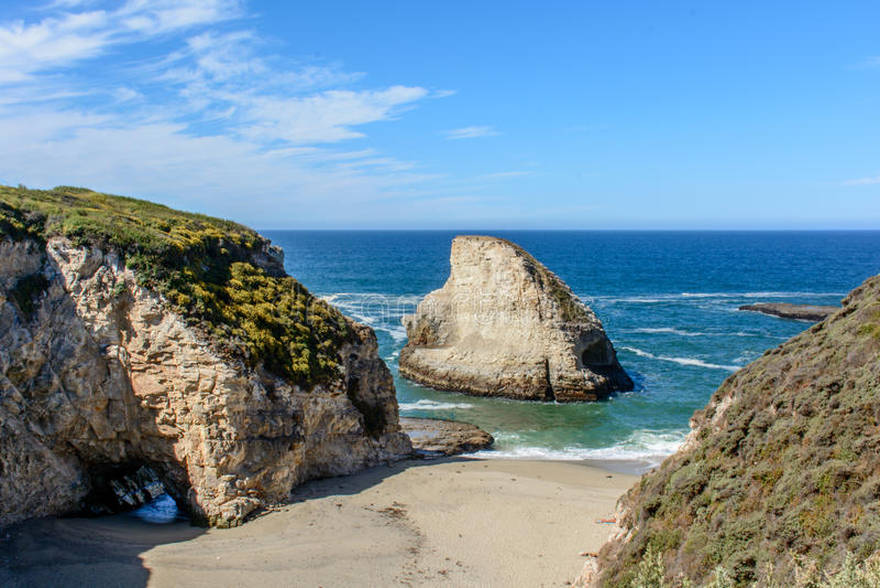 Santa Cruz Shark Fin Cove stockbilder