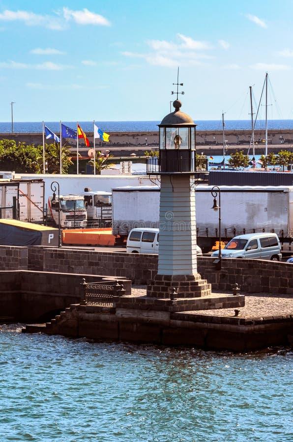 Santa Cruz, Spanje, 12/19/2014: De Oude Vuurtoren in de haven stock foto's