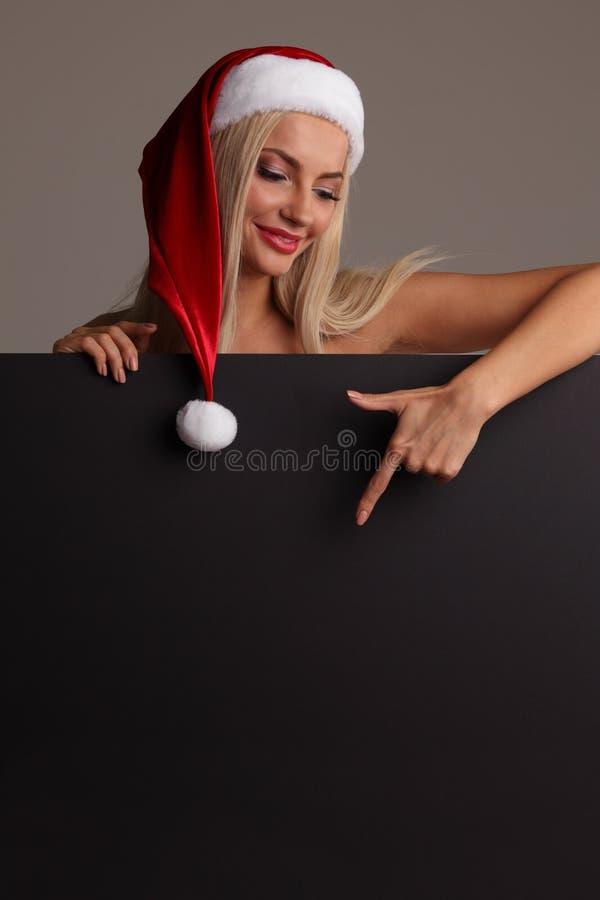 Santa dziewczyny mienia pustego miejsca billboard fotografia stock