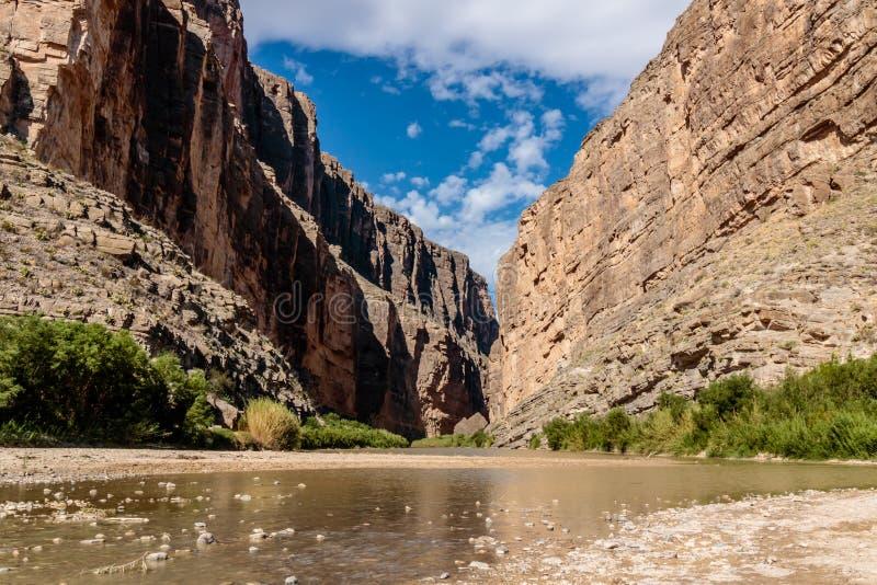 Santa Elena Canyon en Rio Grande River imagenes de archivo