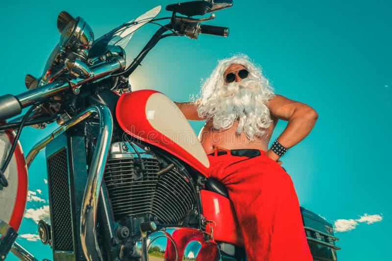 Santa em uma motocicleta fotografia de stock