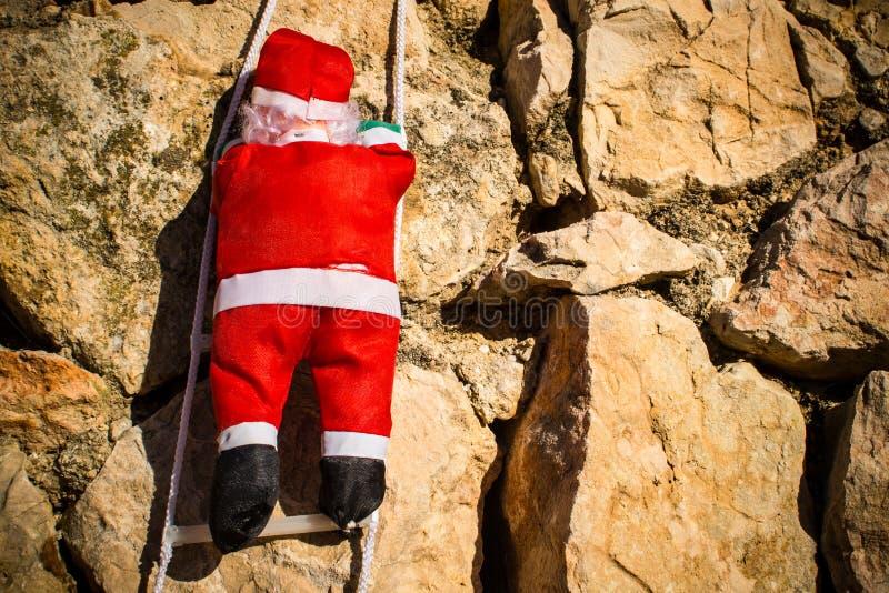 Santa em uma parede fotografia de stock