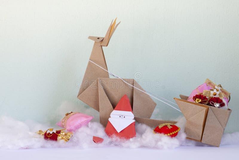 Santa está preparando-se para dar presentes às crianças fotografia de stock royalty free