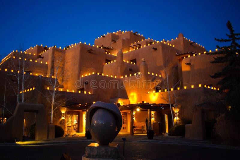 Santa Fe& x27 φανάρια του s Christmastime - Faralitos και Luminarias στοκ φωτογραφία