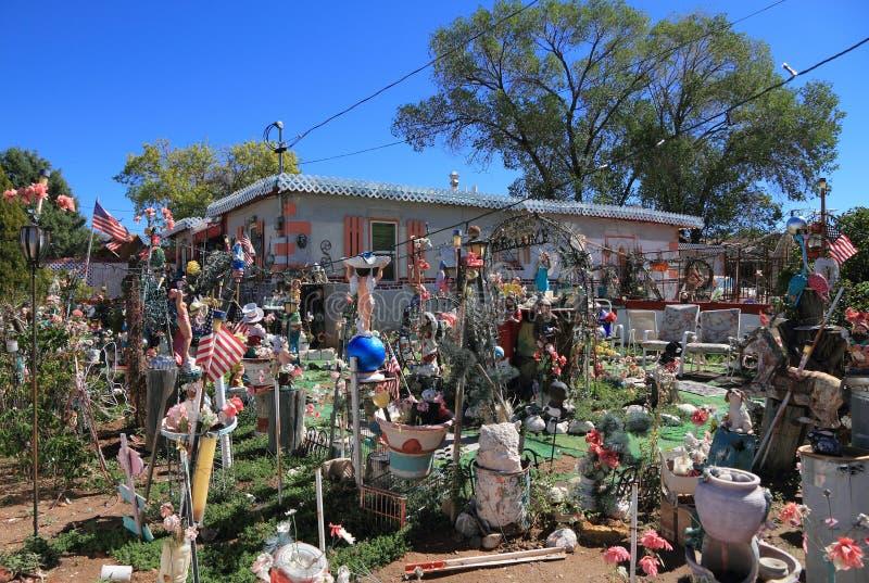 Santa Fe, New Mexico: Origineel Front Yard stock foto