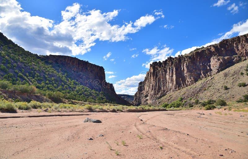 Santa Fe, Nuevo México: Cañón Diablo con Arroyo imágenes de archivo libres de regalías