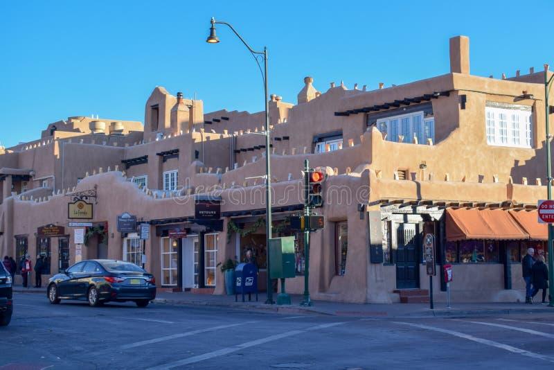 Santa Fe & x27; s Historische Adobe Architectuur in New Mexico stock afbeelding
