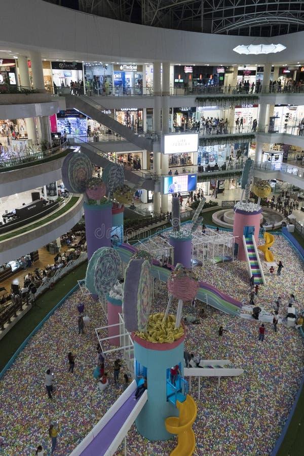 Santa Fe Shopping Center in de stad van Medellin van de hoogste vloer stock foto