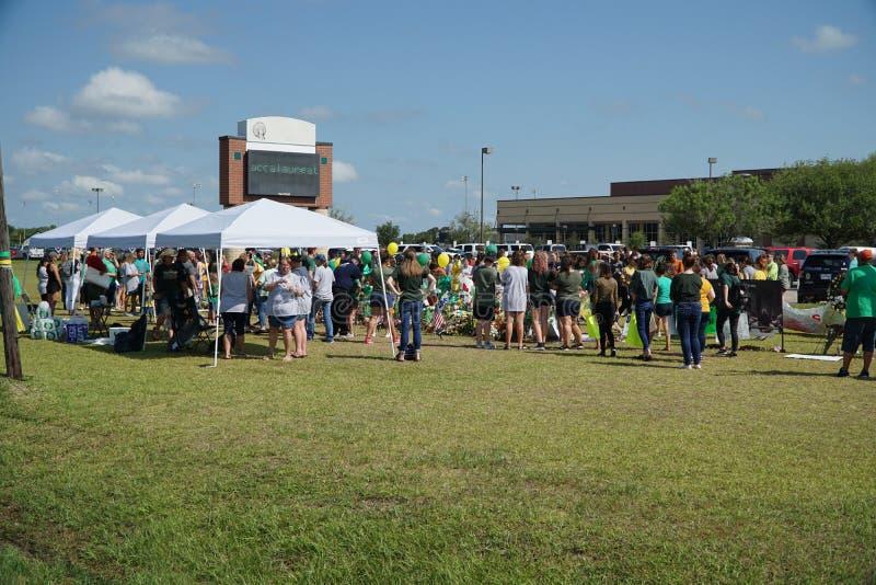 Santa Fe, Texas, EUA, o 29 de maio de 2018: Cerimonia comemorativa da posse dos estudantes antes de retornar de volta à escola fotos de stock