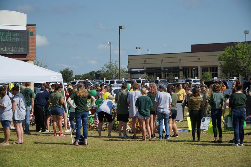 Santa Fe, Texas, EUA, o 29 de maio de 2018: Cerimonia comemorativa da posse dos estudantes antes de retornar de volta à escola fotografia de stock royalty free