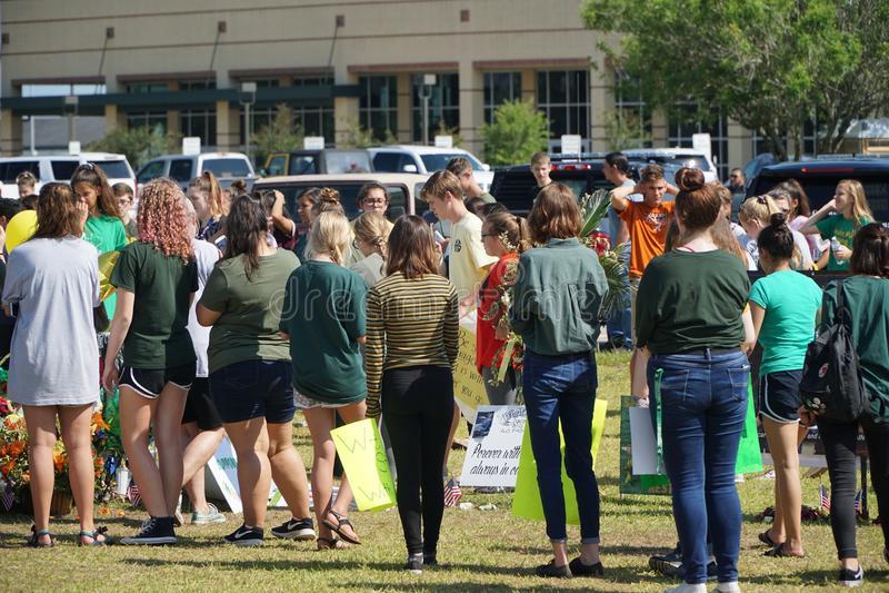 Santa Fe, Texas, EUA, o 29 de maio de 2018: Cerimonia comemorativa da posse dos estudantes antes de retornar de volta à escola fotos de stock royalty free