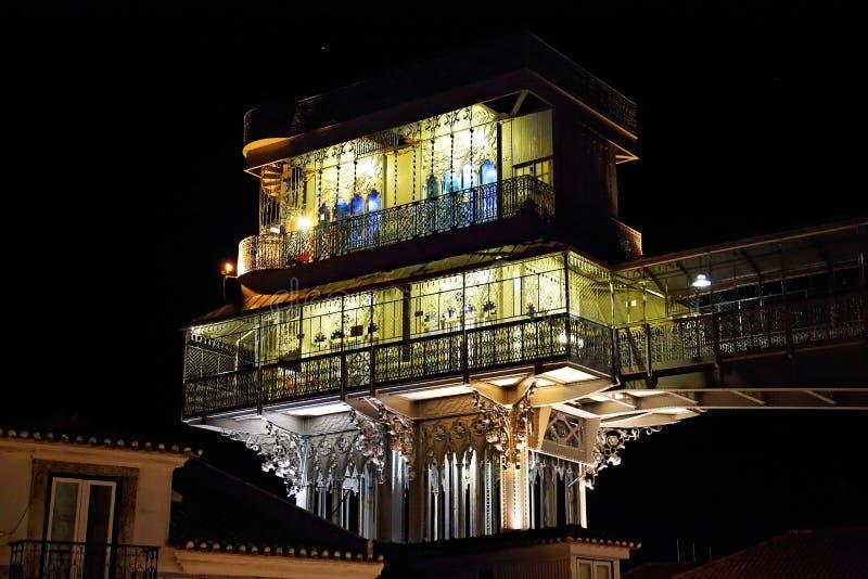 Santa Justa Elevator Entrance alla notte fotografie stock libere da diritti