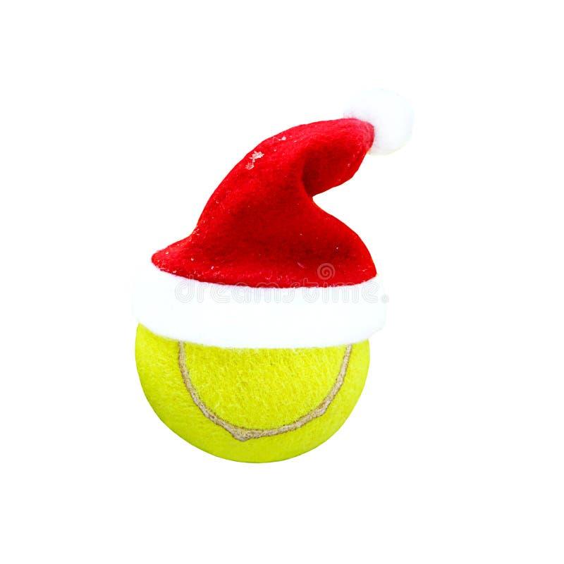 Santa kapelusz na tenisowej pi?ce na bia?ym tle Weso?o bo?e narodzenia i Szcz??liwy nowego roku poj?cie z tenisow? sztuk? Zamyka  ilustracji