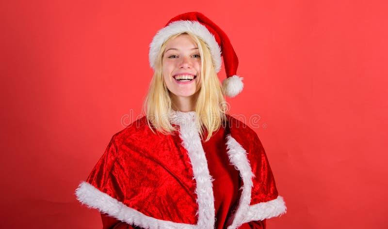 Santa-kostuum voor meisjes vrolijke blijdschap vieren kerst Fijne vakantie Favoriete tijd van het jaar is kerst stock afbeeldingen