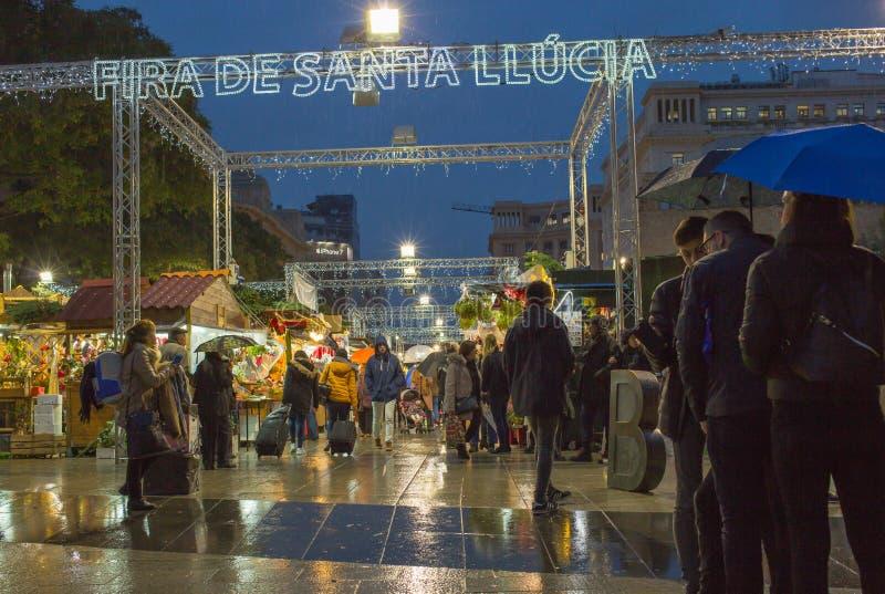 Santa Llucia Christmas nattmarknad Barcelona royaltyfri fotografi